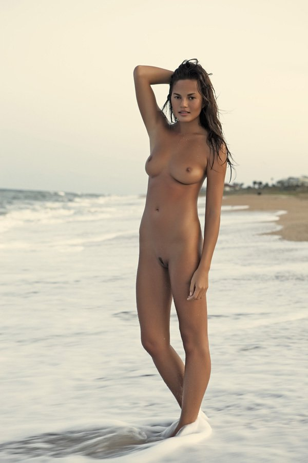 ara mina nude