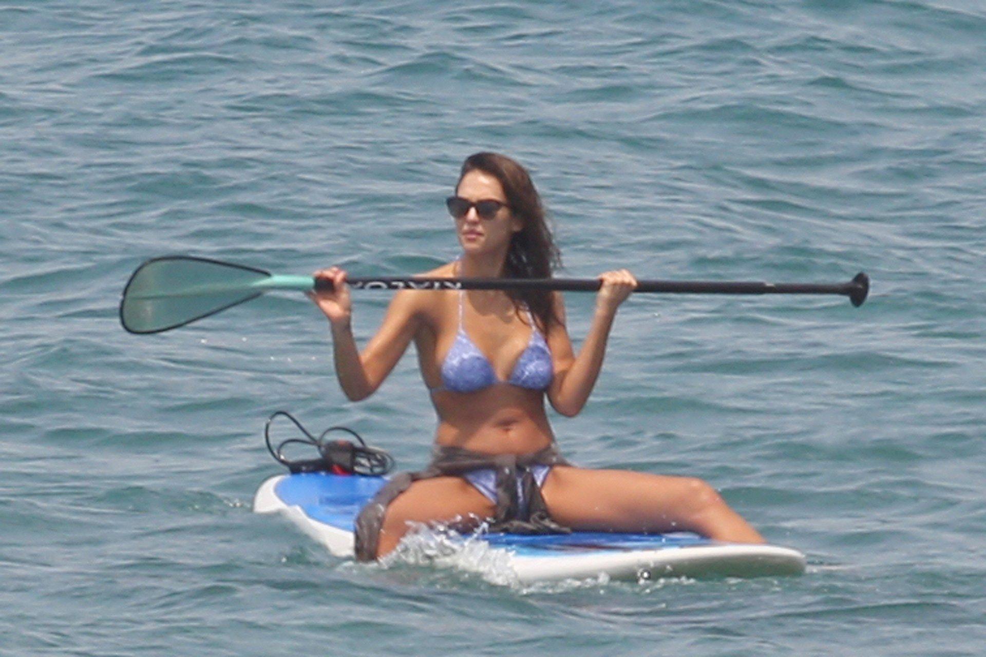 Camera jessica alba bikini pictures