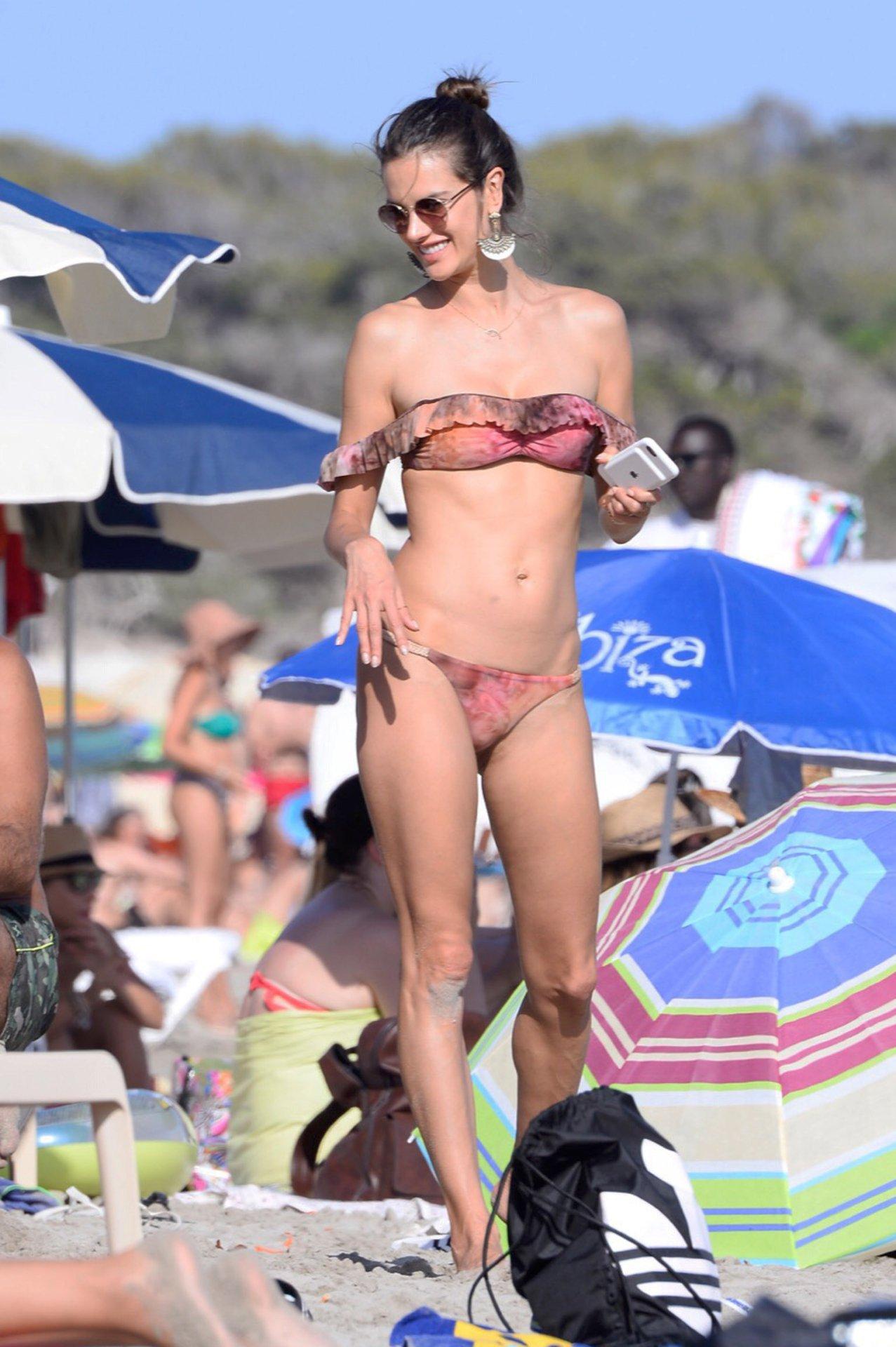 Раком в бикини фото ибица 27 фотография