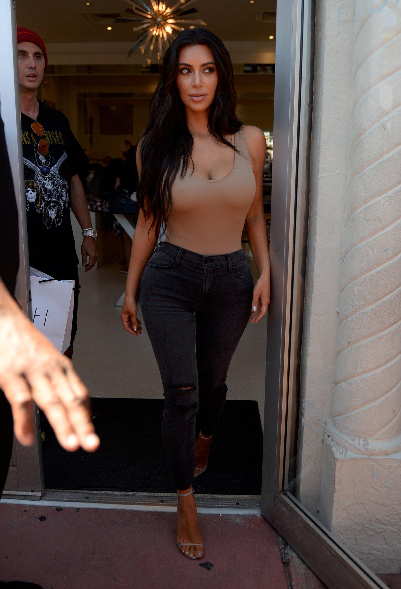 kim-kardashian-33   Ho... Kim Kardashian