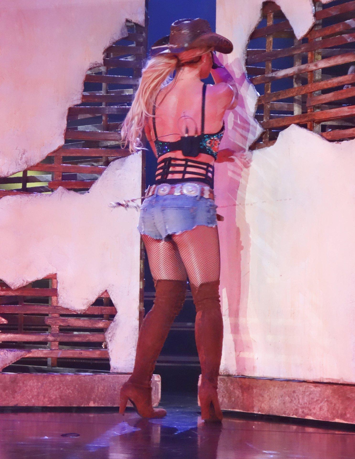 Britney Spears (30) | ...