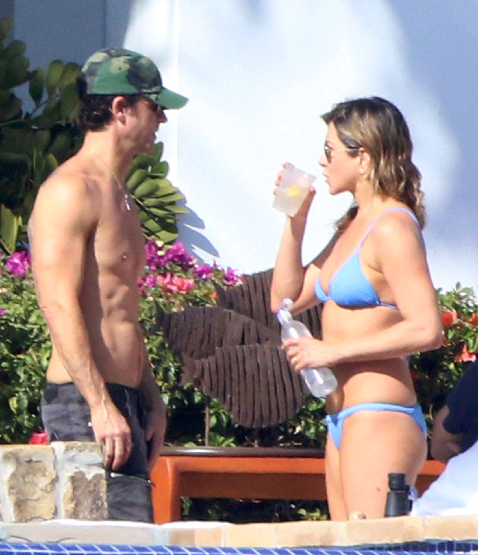 Hots Aniston Jennifer Nude Paparazzi Pic Scenes