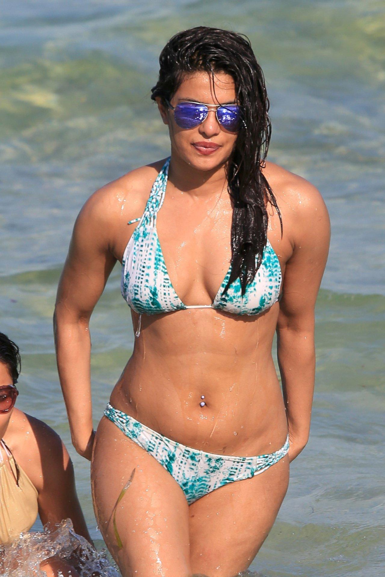 Priyanka Chopra (22) | Hot Celebs Home