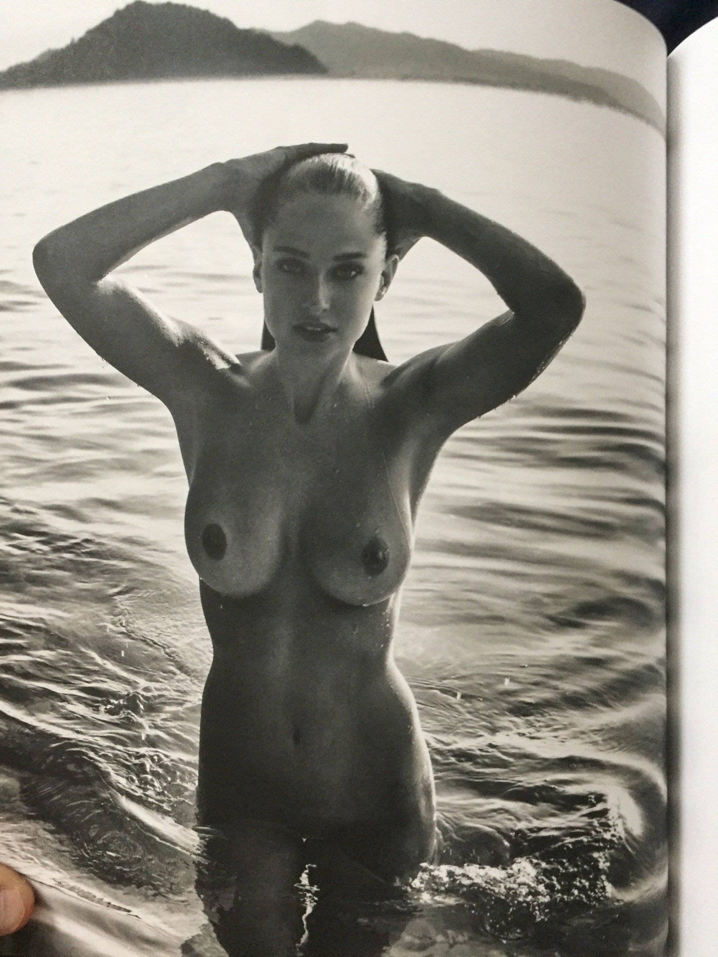 genevieve-gorder-topless-nude-muscular-jocks