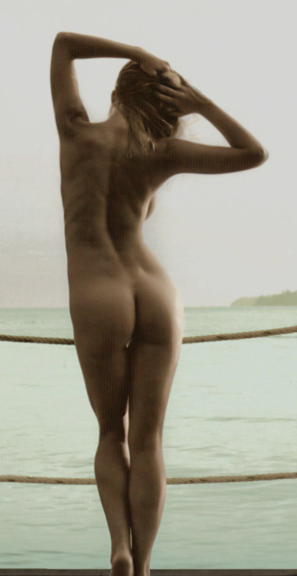 Genevieve Morton Topless new foto