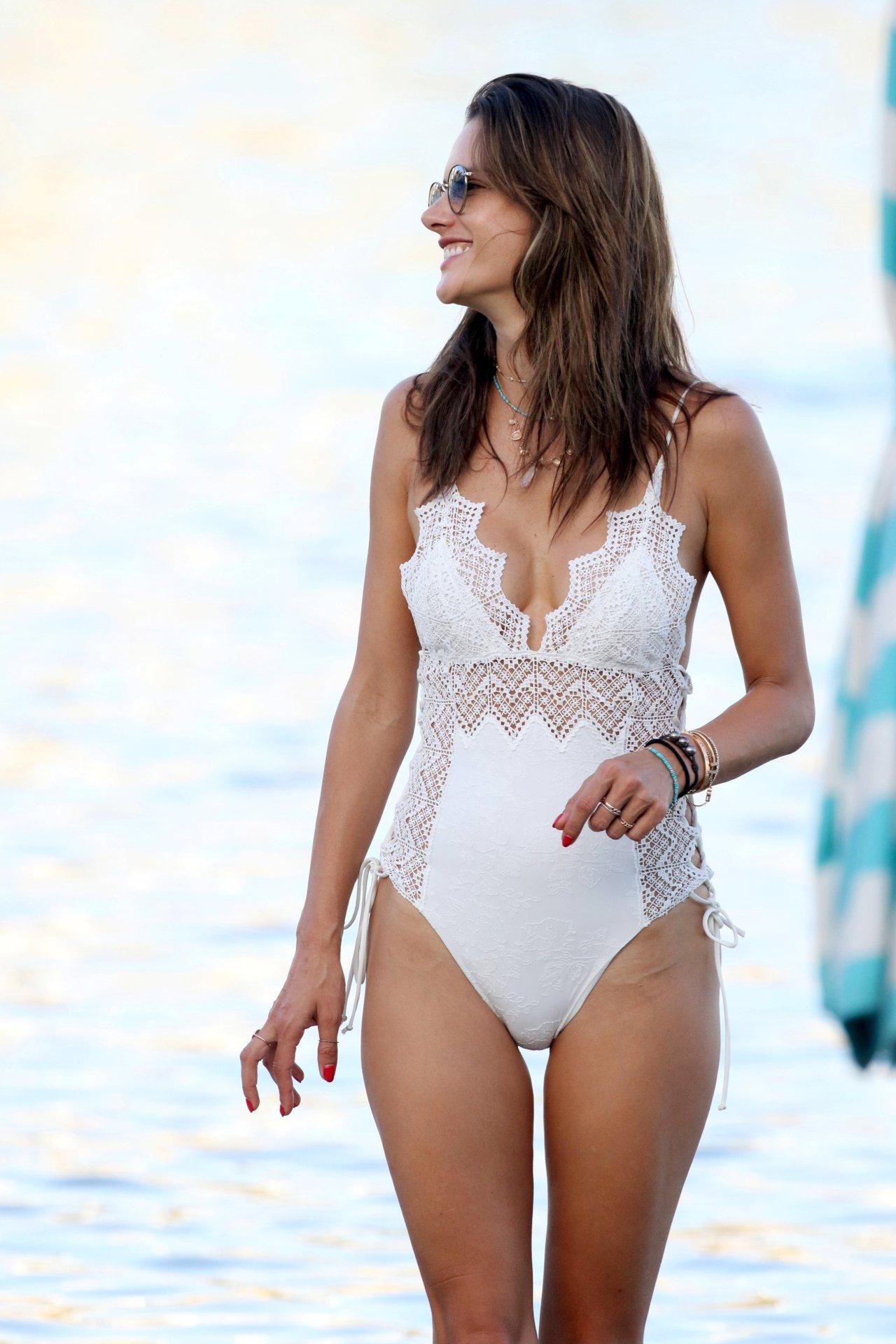 Alessandra Ambrosio Ass 35