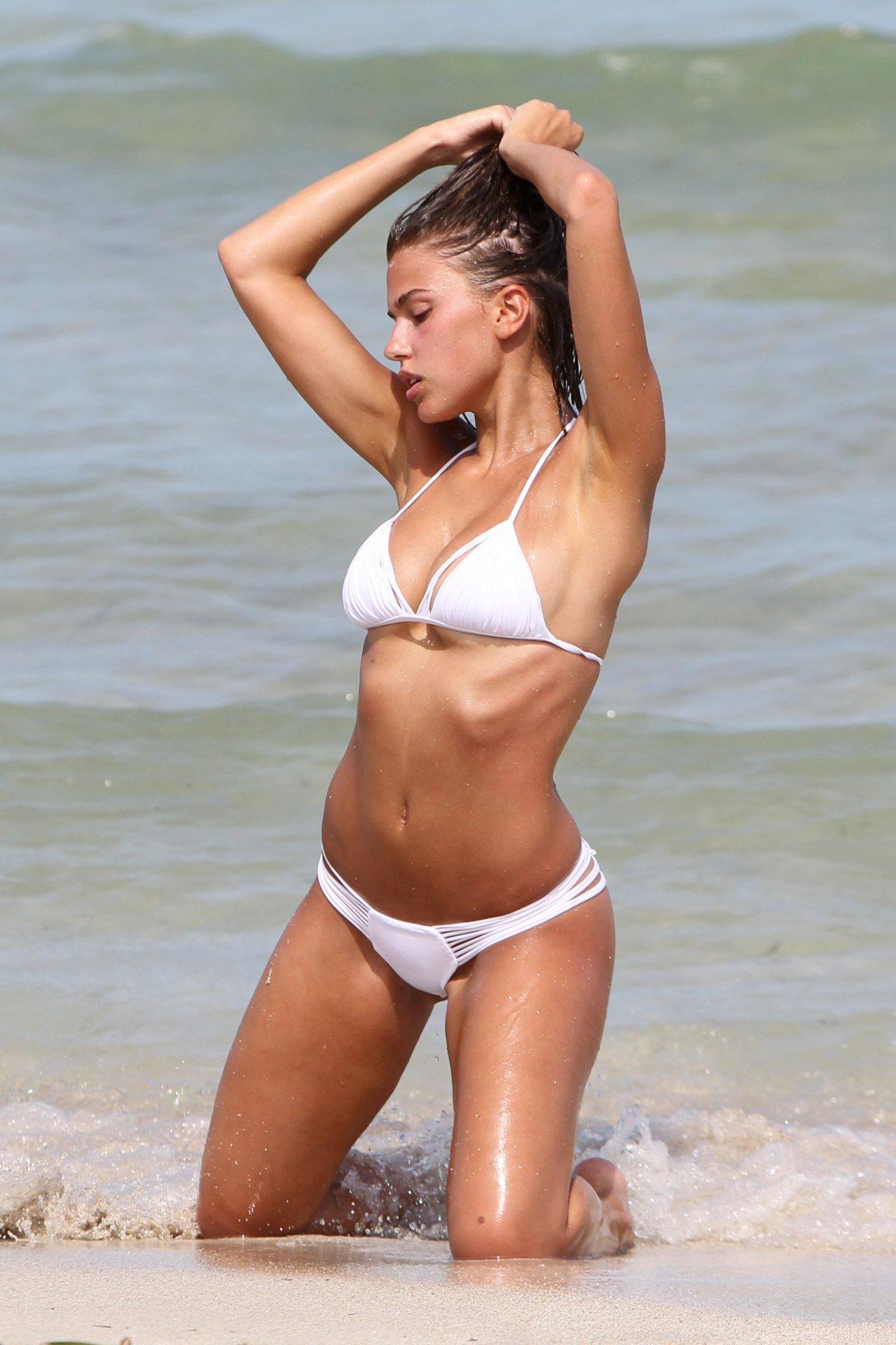 Kara Del Toro in Bikini Hot Photos  Pic 18 of 35