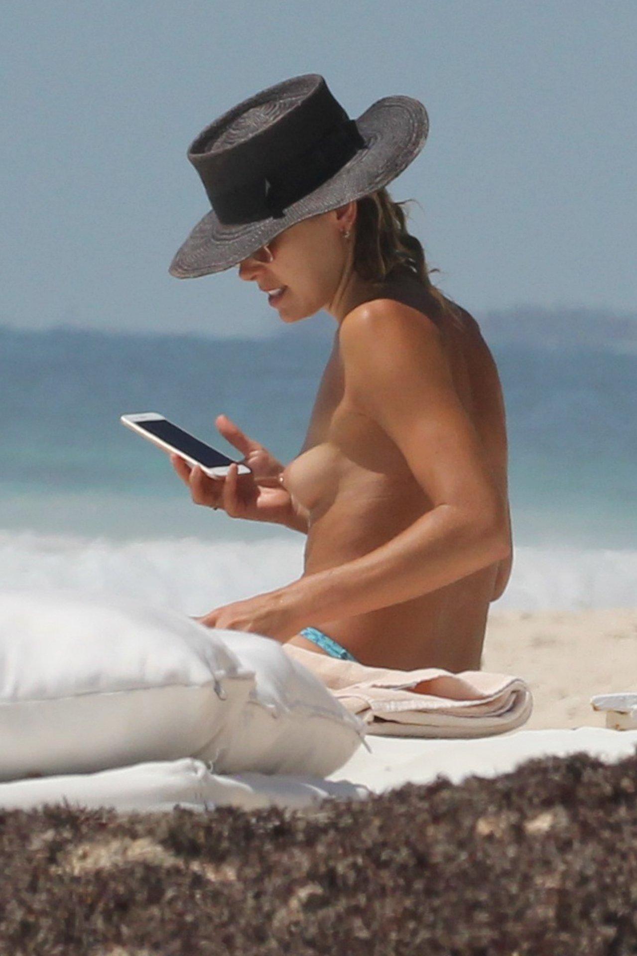 ashley hart bikini topless hot celebs home