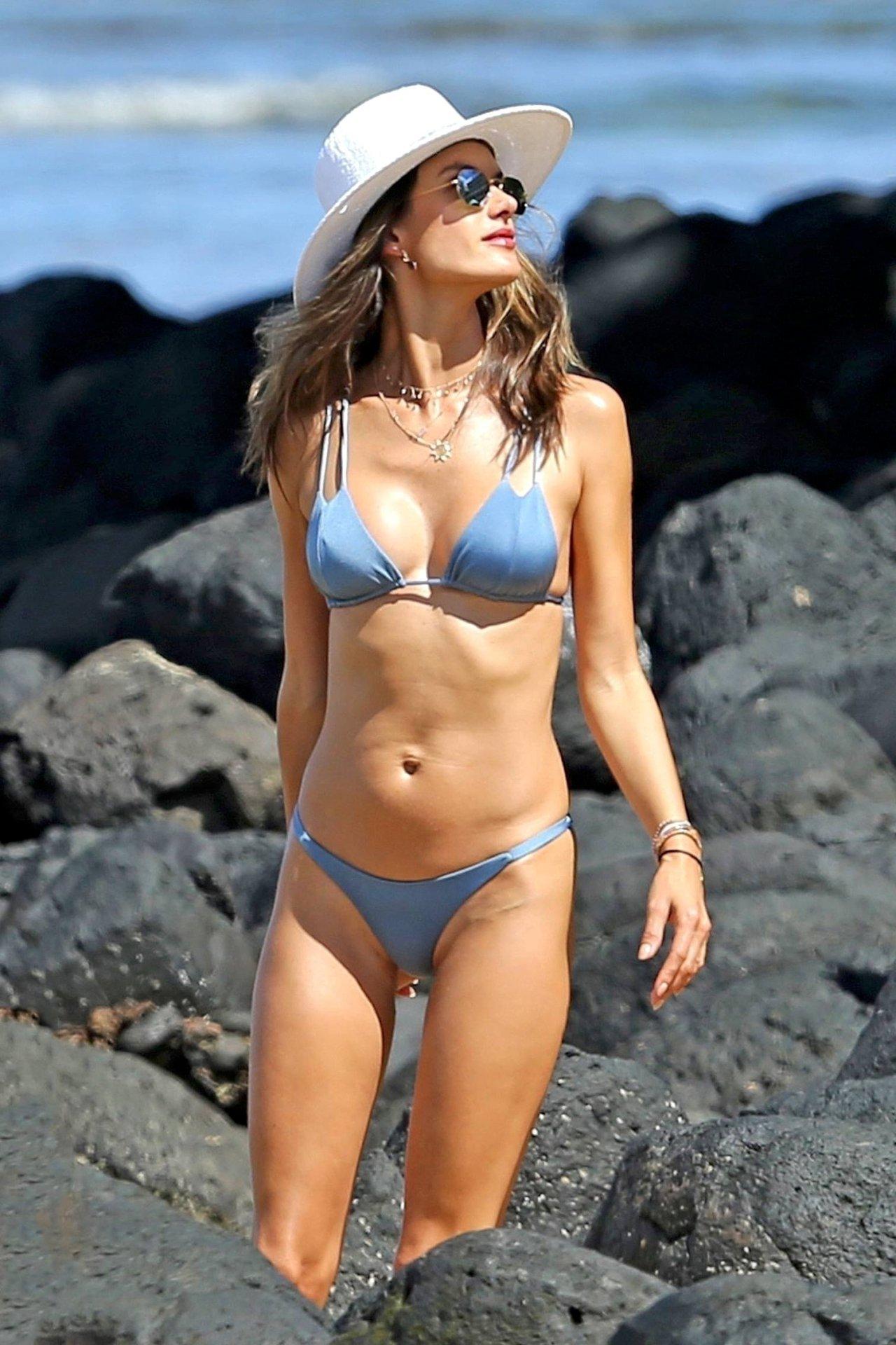 Girls pron celebrities bikinis natural sexy