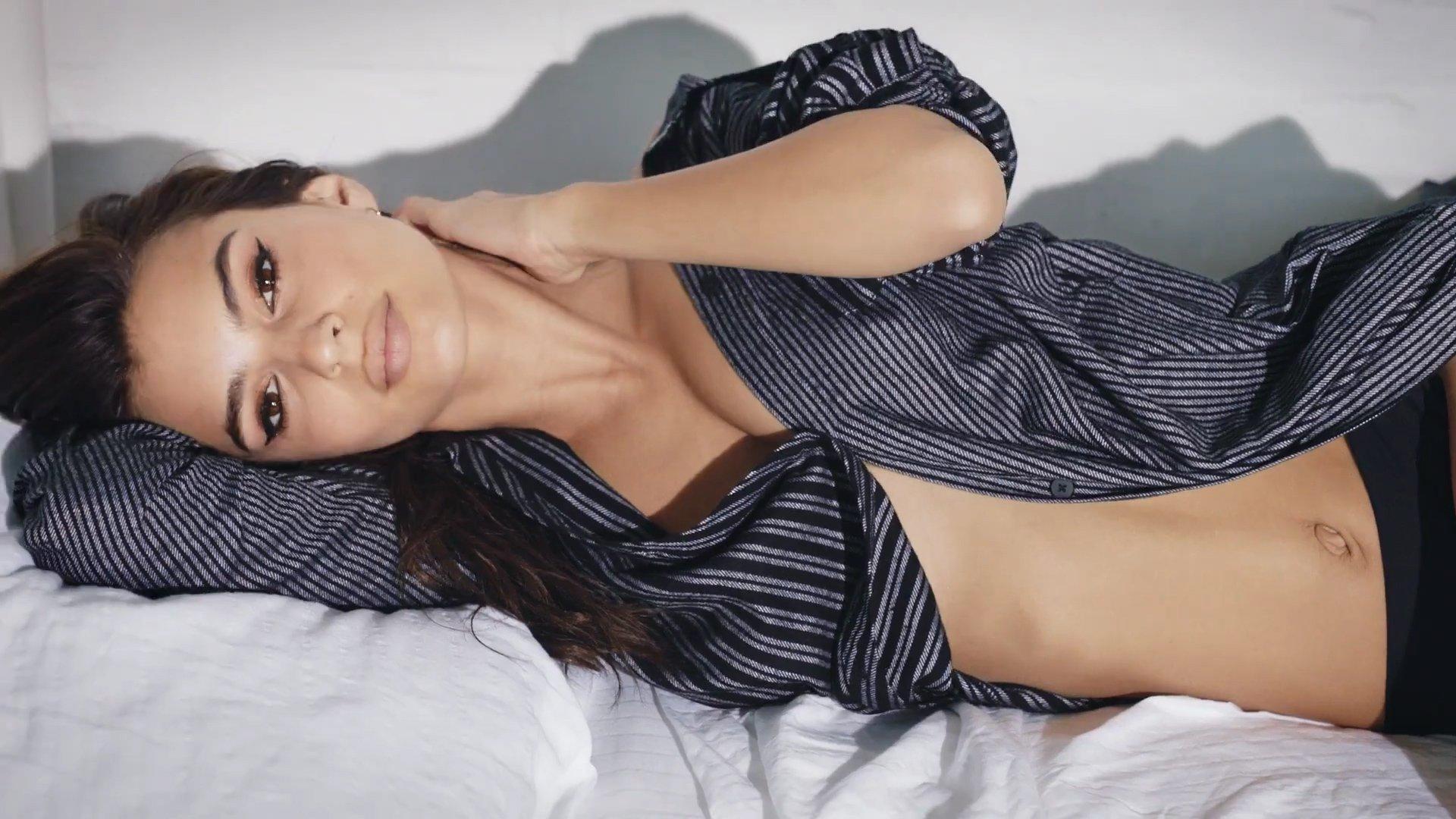 Emily Ratajkowski Perfect Ass In Thong Bikini | Hot Celebs