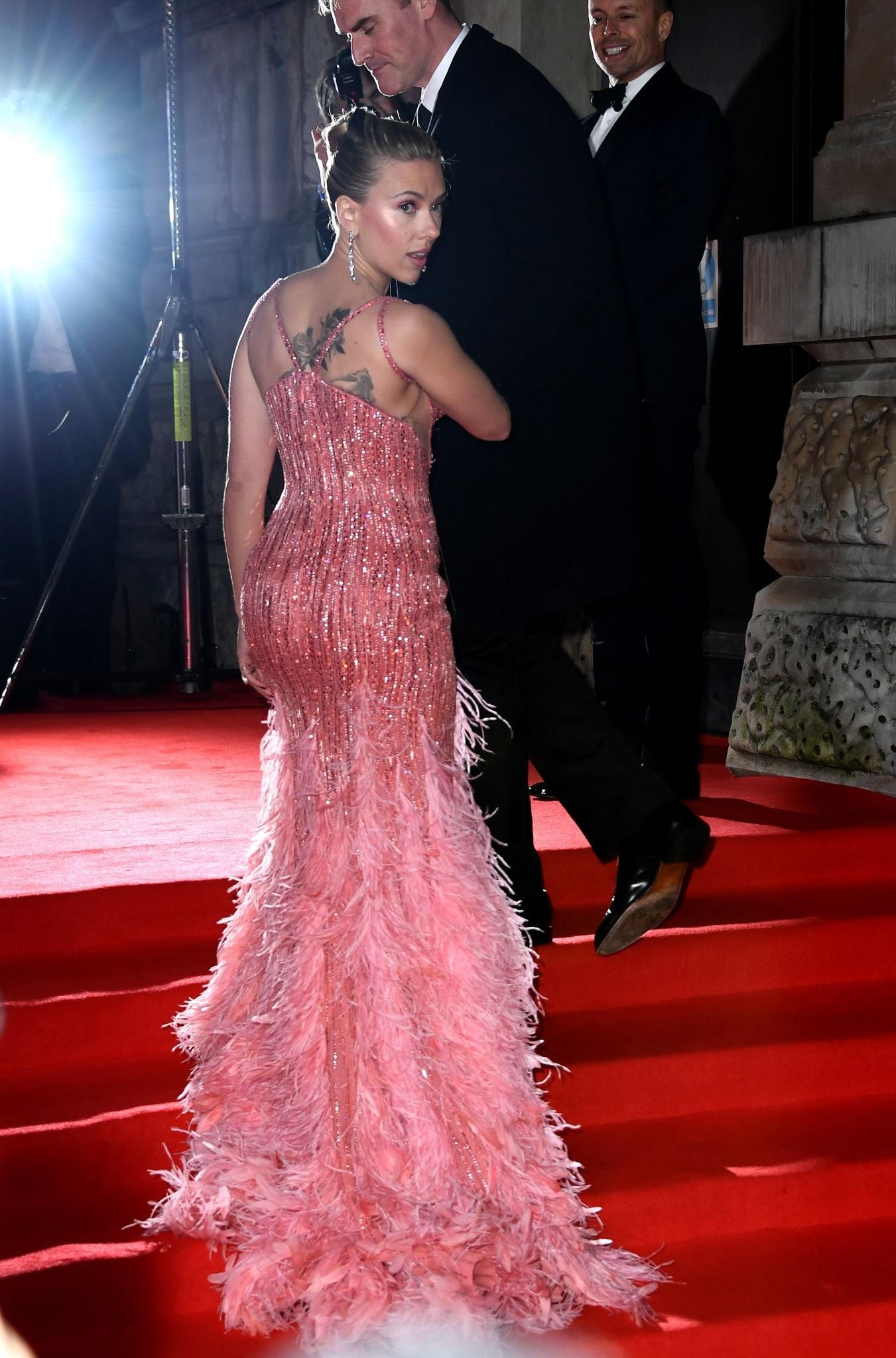 Scarlett Johansson Sexy Boobs - Hot Celebs Home